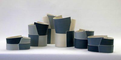 Juliane Herden, Porzellangefäße, 2017-2018, Höhe 11 bis 28 cm