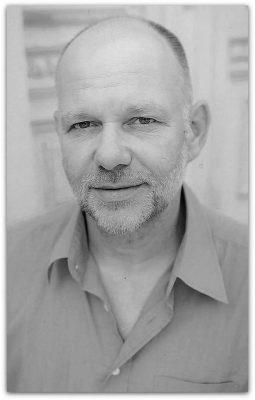 Frank Hueller-Portraet-sw