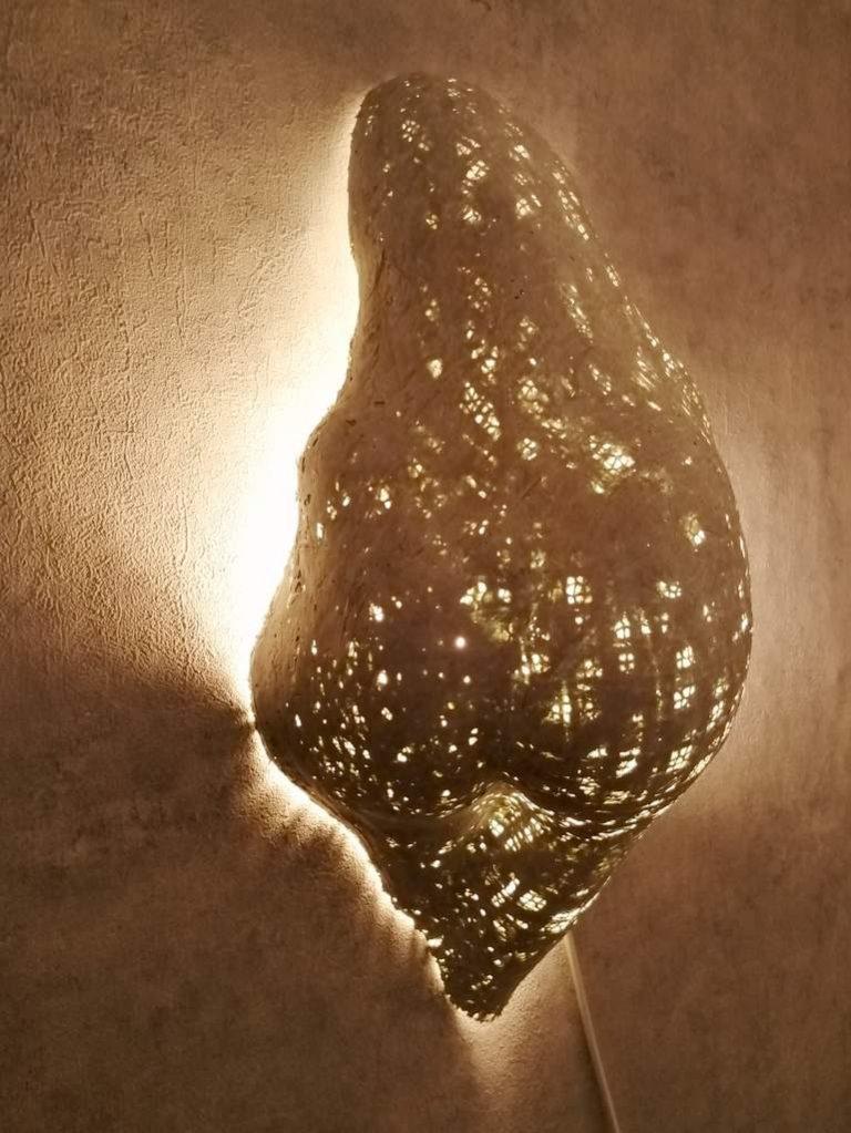 Frank Linke, Wandlichtskulptur 3, 2019, Polymer gebundener Mineralwerkstoff
