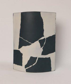 "Juliane Herden ""black whispers"", 2020, Porzellan, 27,5x38 cm, 260 € inkl. Mwst"