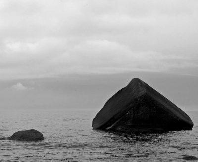 """Peter Tschauner """"Felsen im Wasser"""" (2016), Lohme auf Rügen, Fotografie"""