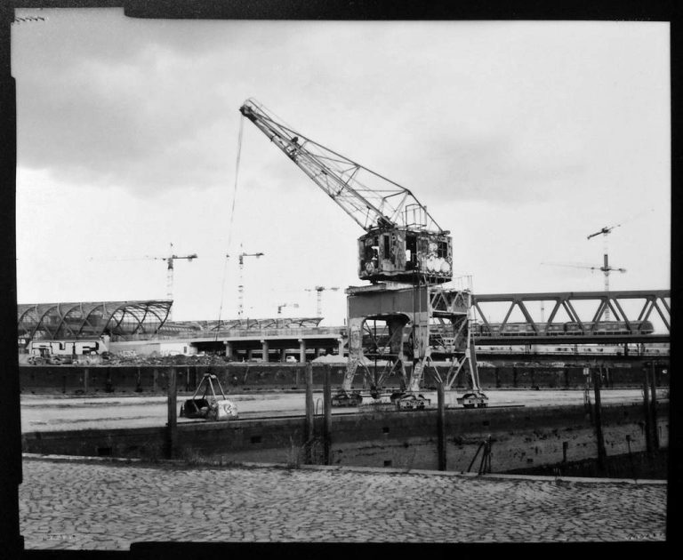 """Martin Weinhold """"Industriestudie Hamburg"""" (2021)   4x5 Planfilm"""